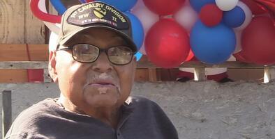 Conmemora el Día de los Veteranos como excombatiente y al día siguiente celebra su cumpleaños 102