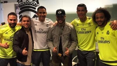 Cracks del Real Madrid conviven con Farruko que anima el vestidor merengue con reggaeton