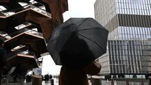 Una tarde de jueves nublada y con lluvia le espera a Nueva York