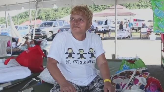"""""""No me atrevo a regresar"""": puertorriqueños siguen en refugios por los daños en sus casas o por temor a nuevos sismos"""