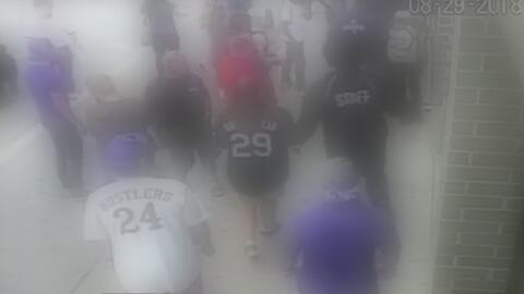 En video: un grupo de menores de edad roba algunos negocios y golpea a varias personas