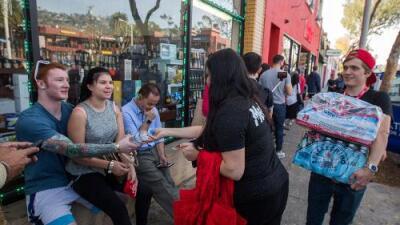 Euforia por la marihuana legal en California: cientos hicieron largas filas por cigarros y productos de cannabis