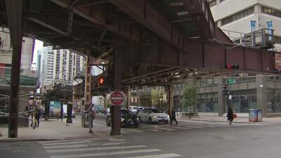 Encuentran muerto a un hombre en una parada de autobús en el centro de Chicago