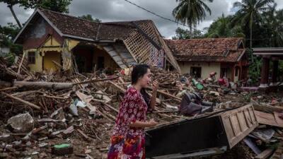 Van 373 muertos, más de 1,400 heridos y continúa la búsqueda de sobrevivientes tras el tsunami en Indonesia