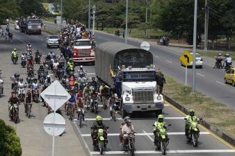 En fotos: Así trasladan hacia la frontera la ayuda humanitaria que intentan ingresar a Venezuela