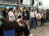 Cientos quedan varados en República Dominicana por falta de prueba de covid-19 para entrar a EEUU