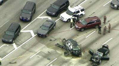 Hombre muere a manos de la policía tras causar accidente vehicular y transportar a una mujer que habría baleado