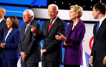 Todos contra Elizabeth Warren en el cuarto debate demócrata (fotos)