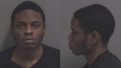 Niegan derecho a fianza al hombre acusado de perpetrar un tiroteo en un centro comercial de Illinois