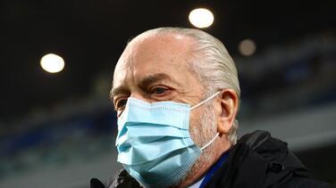 Presidente de Napoli felicita a Chucky por gol ante Spezia