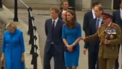¡Escándalo real! Dicen que el príncipe Harry salió a hablar pestes de Diana