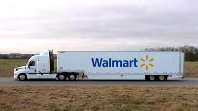Walmart está subiendo el salario de sus camioneros a casi $90 mil dólares y está contratando a cientos