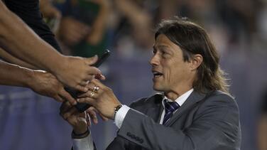 Almeyda reconoce que se quedó con las ganas de dirigir a Chile