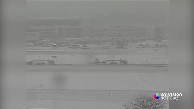 Avión despista en aeropuerto LaGuardia de NY en medio de una tormenta