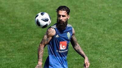 Tachan de terrorista y amenazan de muerte a jugador de Suecia previo a duelo ante México