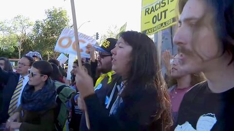 Siguen las manifestaciones tras votación contra la ley santuario en Los Alamitos, California