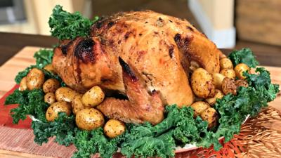 La receta de pavo adobado con chiles para un Thanksgiving a la mexicana