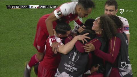 ¡Golazo de tiro libre de Lacazette para que el Arsenal casi sentencie al Napoli!