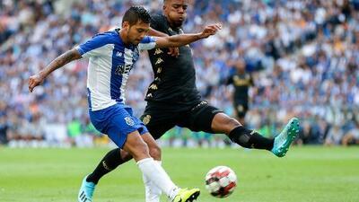 'Tecatito' Corona, titular con Porto en derrota ante el Mónaco