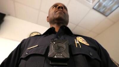 California aprueba prohibir la tecnología de reconocimiento facial en las cámaras de policías
