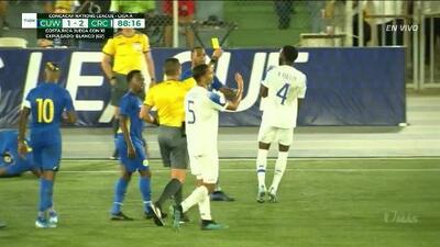 Tarjeta amarilla. El árbitro amonesta a Keysher Fuller de Costa Rica