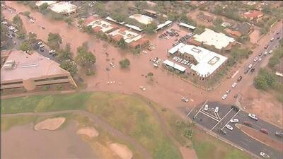 Cierran escuelas en Phoenix por inundaciones y apagones tras remanentes de la tormenta tropical Rosa