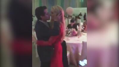 En la pista de baile y a su propio ¿ritmo?: Peña Nieto le da un beso apretado a Tania Ruiz