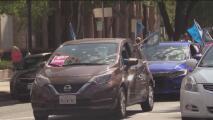 Conductores de Uber y Lyft celebran la victoria de la Propuesta 22