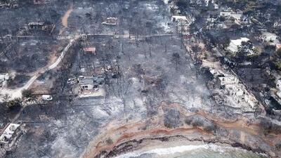 Imágenes aéreas muestran la magnitud del daño causado por devastadores incendios en Grecia