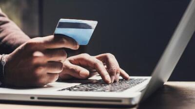El gobierno no vende 'green cards' ni tarjetas de seguro social: tener un documento falso significa la deportación