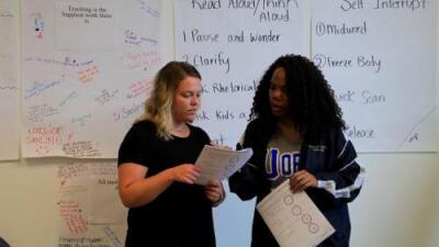Cómo las normas y pruebas de certificación están alejando a los maestros hispanos de las aulas del país