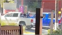 (Advertencia, contenido gráfico) Video muestra enfrentamiento a balazos a plena luz del día por 'levantón' en el centro de Zapopan, Jalisco
