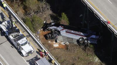 En fotos: El accidente del autobús que transportaba estudiantes de Texas de regreso de un viaje a Disney