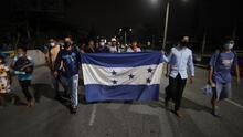 """""""Nos vamos porque hemos perdido todo"""": un nuevo grupo de migrantes hondureños parte rumbo a EEUU"""