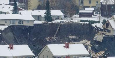 """10 personas aún desaparecidas tras """"el peor deslizamiento de tierra"""" en Noruega"""