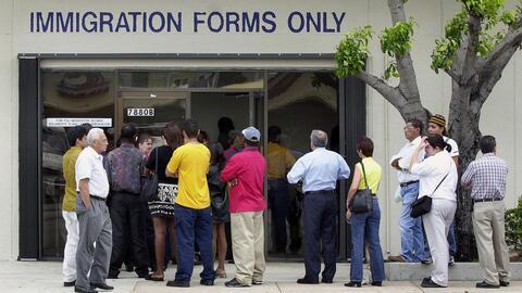 Los trámites de inmigración ahora tardan más: ¿Qué tengo qué hacer?
