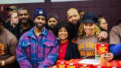 Big Sean gives out thousands of turkeys for Thanksgiving