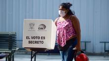 Ecuatorianos votan para elegir presidente en medio de un brote de covid-19: Lasso se perfila como ganador