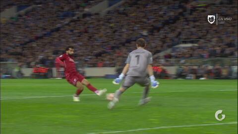 ¡Mo Salah! Toque a la red del egipcio ante Casillas para el 2-0 del Liverpool