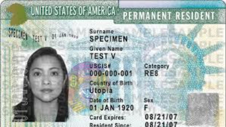 El trámite de la green card demora más del doble de tiempo de lo que dice el gobierno, según reporte