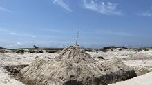 Padre Island National advierte a los bañistas que nunca dejen construidos los castillos de arena
