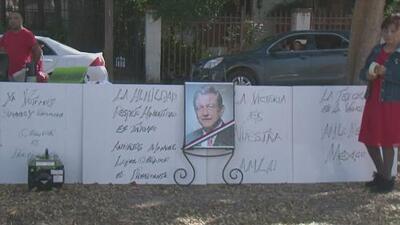 Decenas de personas en Houston celebran la toma de posesión de Andrés Manuel López Obrador