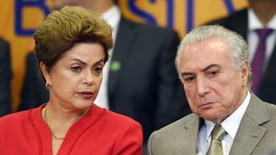 Un WhatsApp al grupo equivocado agrava el divorcio de Dilma y su 'vice'