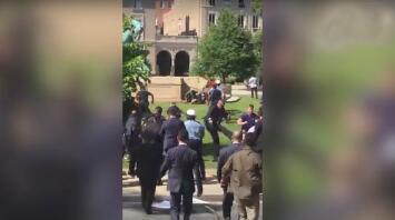 Nueve heridos y dos arrestados por enfrentamiento frente a la embajada de Turquía en Washington