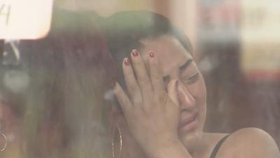 Familiares y amigos dan el último adiós a la mujer asesinada por su esposo en un salón de belleza en Queens