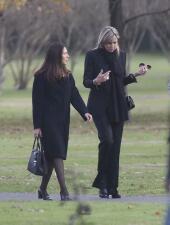 Visiblemente afectada, la reina Máxima de Holanda asistió al funeral de su hermana, tras aparente suicidio