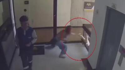 Cuestionan medidas de seguridad en un edificio tras el caso de un niño que estuvo a punto de caer al vacío