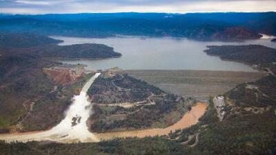 """Sigue la alerta en la represa aunque """"la próxima tormenta no es una amenaza"""", según DWR"""
