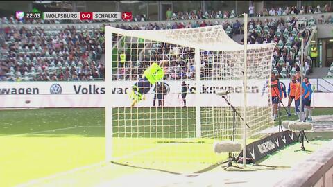 Una gran atajada de Fährmann salva al Schalke 04 del primer gol del Wolfsburg