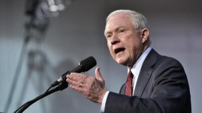 Cinco formas en las que el senador Jeff Sessions podría atacar a los inmigrantes como Fiscal General